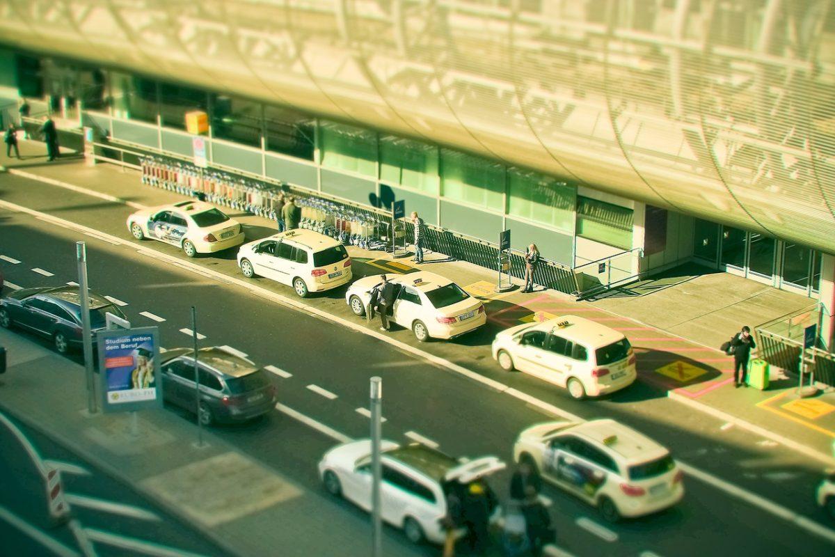 Gdzie zostawić auto firmowe podczas podróży służbowej?